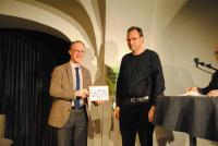 Stadtrat Mag. Benedikt König überreicht 2019 den ersten Preis an Lars Arvid Brischke